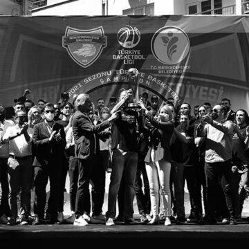 Şampiyona yaraşır kutlama