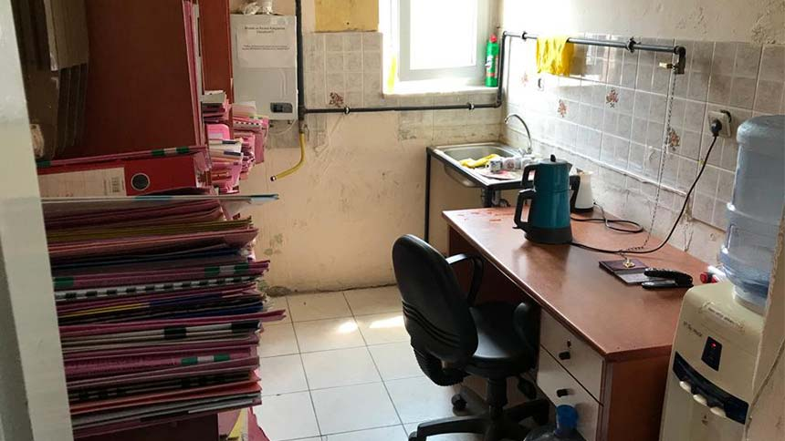 CHP il başkanı görüntüledi, icra dosyaları odalardan taştı mutfağa raflar kuruldu
