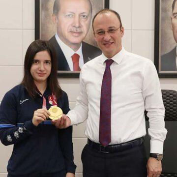Başkan Örki şampiyon Şeyda Nur'u ağırladı