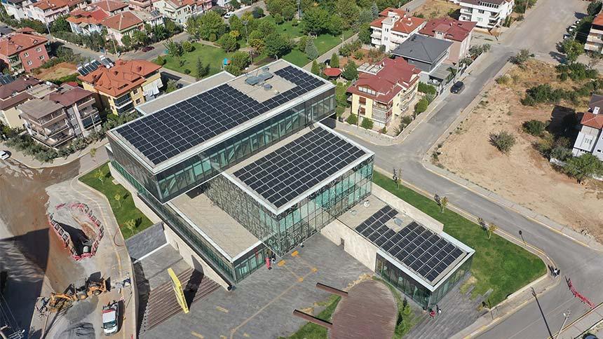 CHP'li belediye kütüphane çatısını santral yaptı