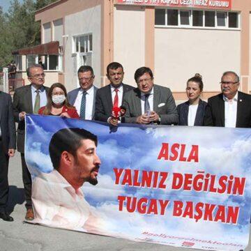 Cumhurbaşkanına hakaretten tutuklanan CHP Gençlik kolları başkanına milletvekillerinden ziyaret